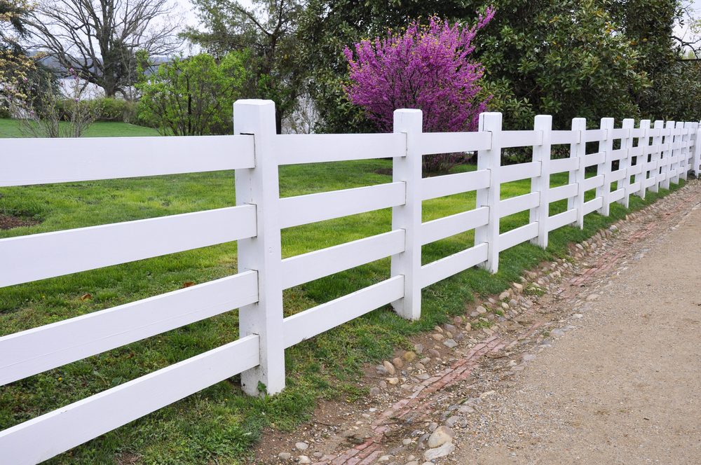 For your new vinyl fence do you really want a diy - Cercas madera para jardin ...