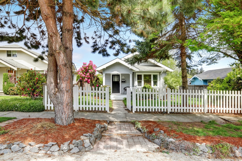 Plan your wood picket fence with these pro tips